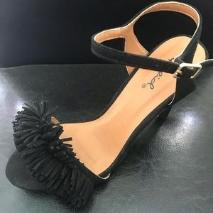Stiletto heel with fringe toe